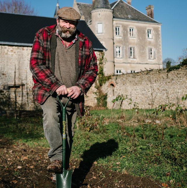 dick strawbridge, escape to the chateau ,channel 4