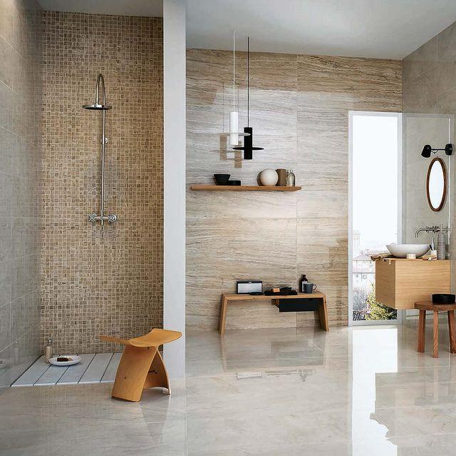 baño con imitaciones de mármol