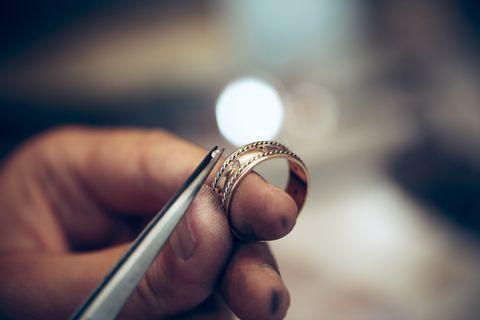 How To Make A Ring Smaller According To Two Expert Jewellers