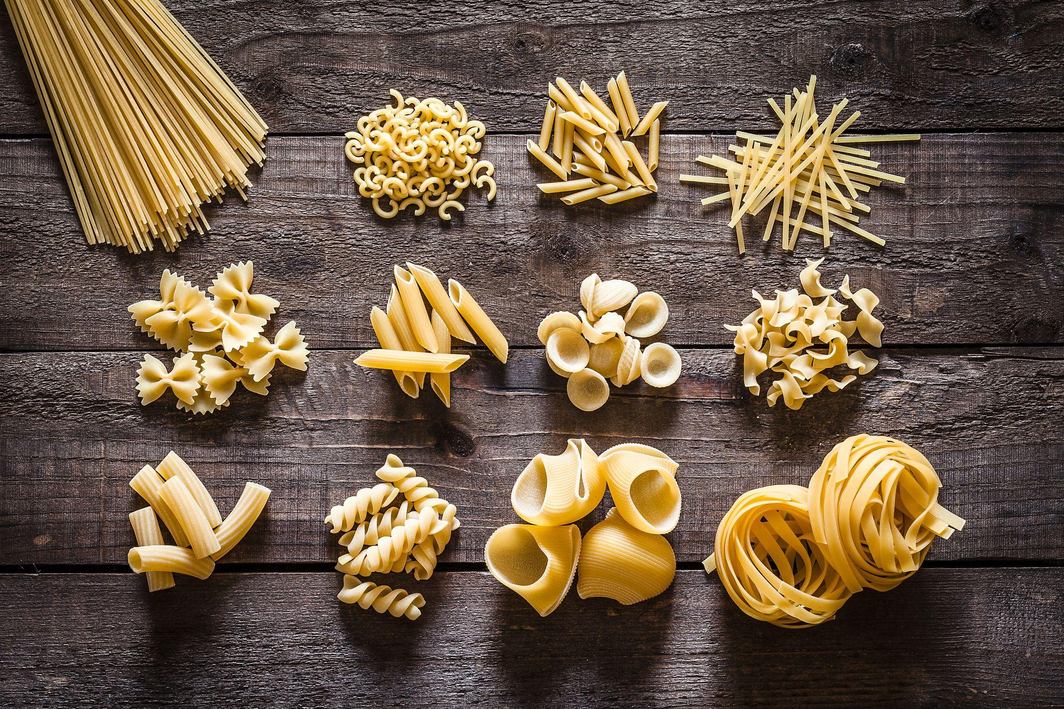 Esto es todo lo que necesitas para cocinar (y servir) bien cualquier tipo de pasta