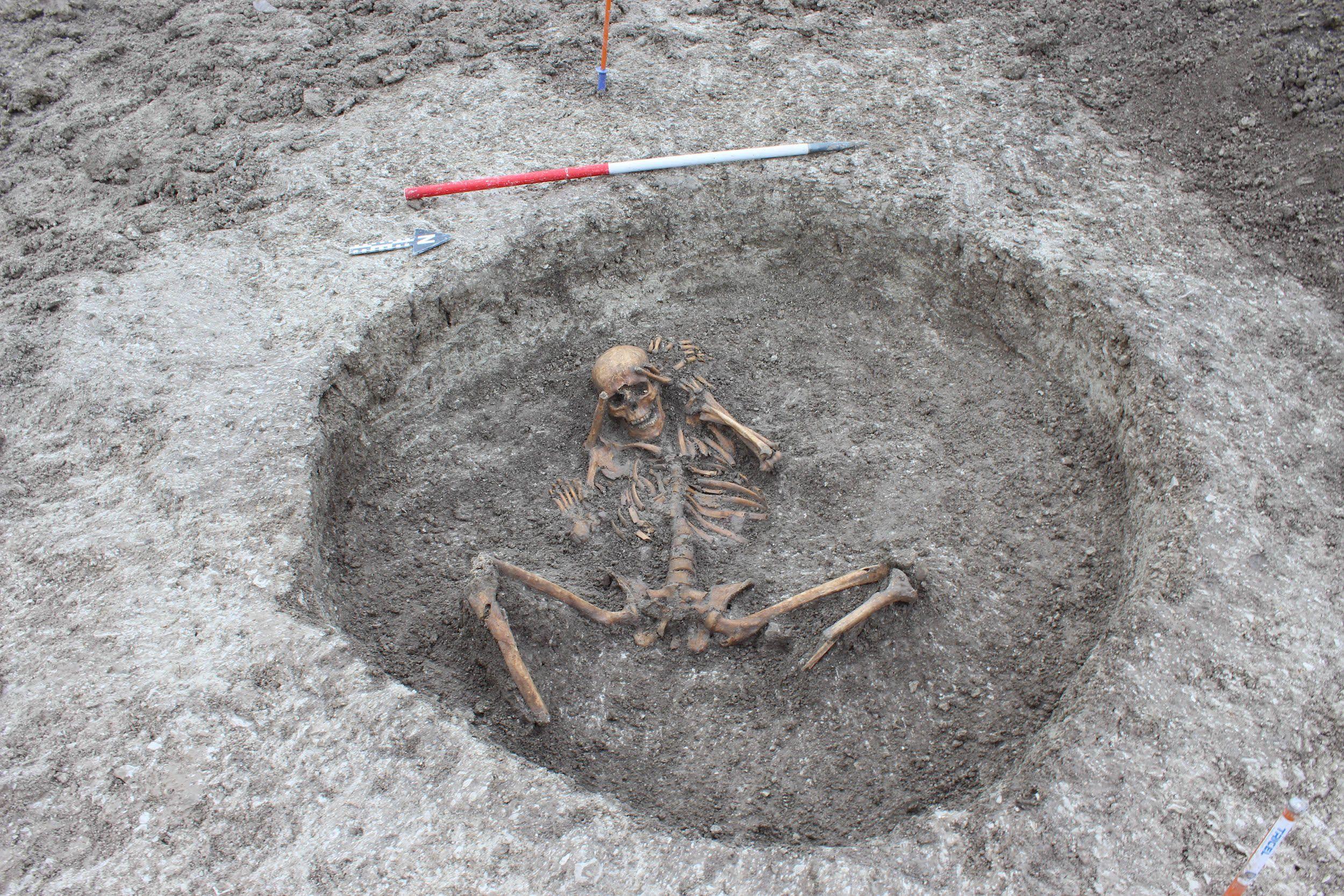 ¿Por qué enterraron estos cuerpos con el cráneo en los pies?