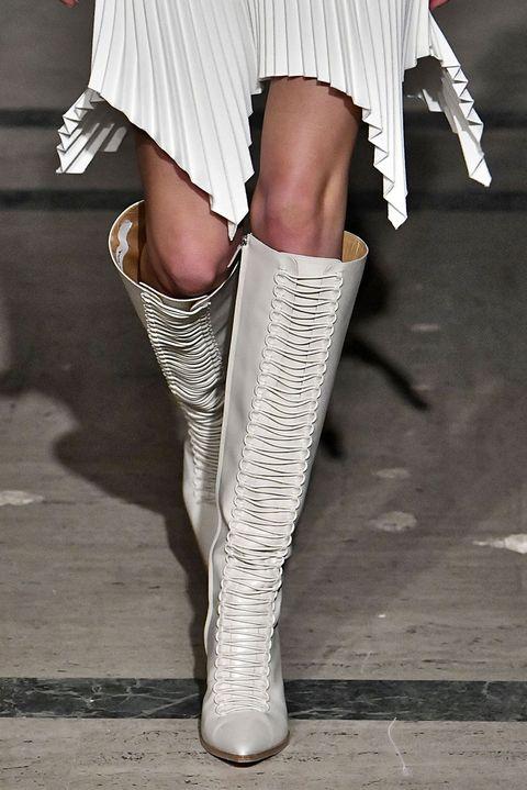 Human leg, Leg, White, Footwear, Fashion, Thigh, Joint, Knee, Calf, Ankle,