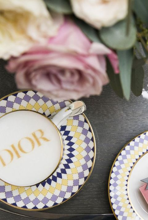 Dishware, Plate, Pink, Party favor, Tableware, Place card, Wedding favors, Teacup, Textile, Serveware,