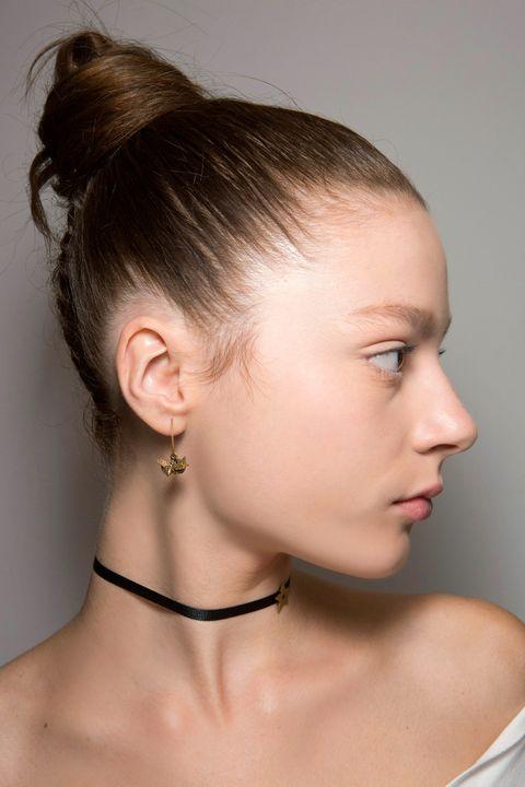 Hair, Face, Hairstyle, Chin, Neck, Ear, Beauty, Forehead, Eyebrow, Cheek,