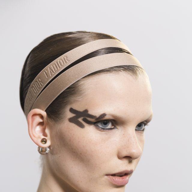 Hair, Face, Headpiece, Eyebrow, Hairstyle, Hair accessory, Clothing, Forehead, Beauty, Skin,