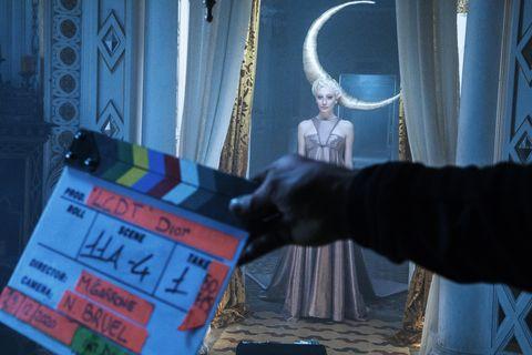 dior從世上最古老塔羅牌找靈感!dior 2021春夏高訂再度攜手鬼才導演打造《塔羅之城》夢幻短片