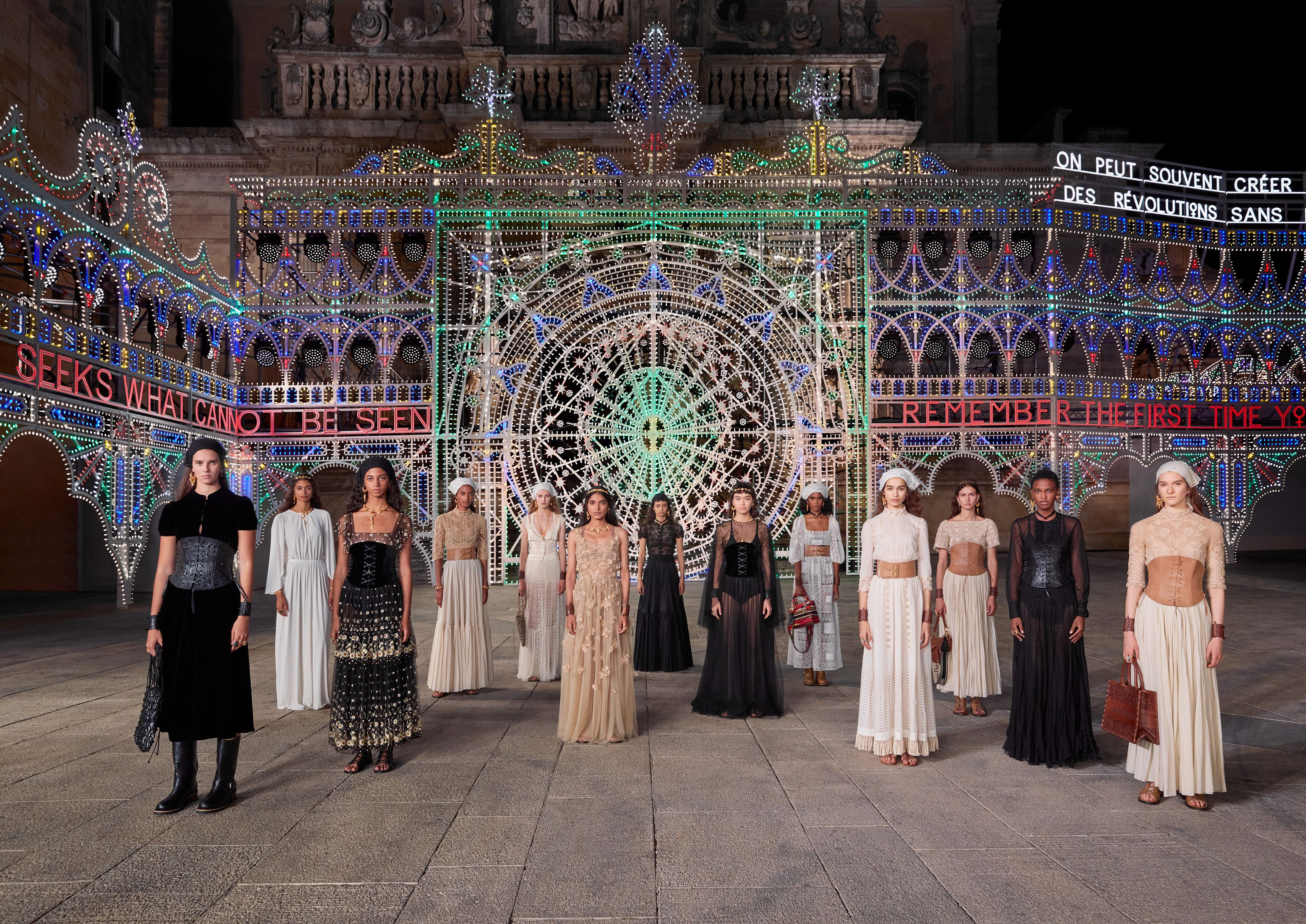 La sfilata della collezione Cruise 2021 di Dior a Lecce