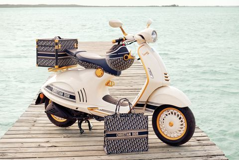 dior x vespa聯名車挑戰機車奢華極限!「經典老花+優雅燕麥白」完全是展現時髦深度的夢幻逸品