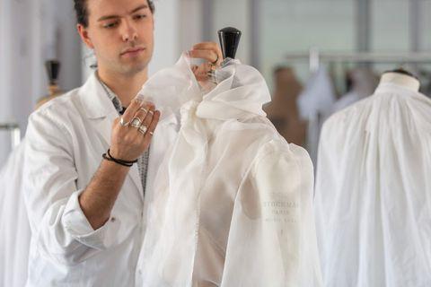 艾儿芬妮(Elle Fanning )坎城影展身穿DIOR高级订制服