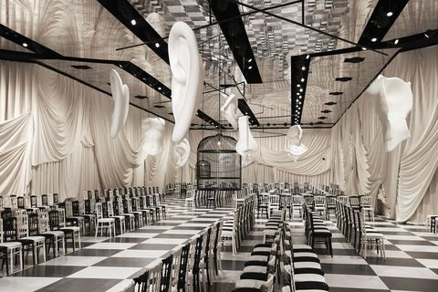 Aisle, Black-and-white, Ceiling, Function hall, Building, Interior design, Chiavari chair, Architecture, Chair, Monochrome,