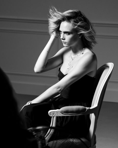 Hair, Black-and-white, Beauty, Sitting, Monochrome, Shoulder, Hairstyle, Photo shoot, Photography, Blond,