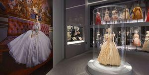 Christian Dior designer of dreams exhibition