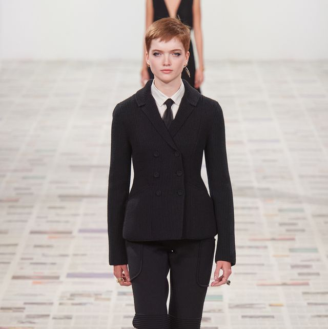 Suit, Clothing, Fashion, Fashion show, Formal wear, Fashion model, Pantsuit, Runway, Outerwear, Blazer,