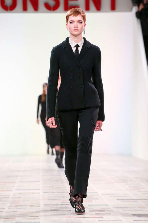 Fashion show, Runway, Fashion model, Fashion, Clothing, Suit, Formal wear, Public event, Human, Event,