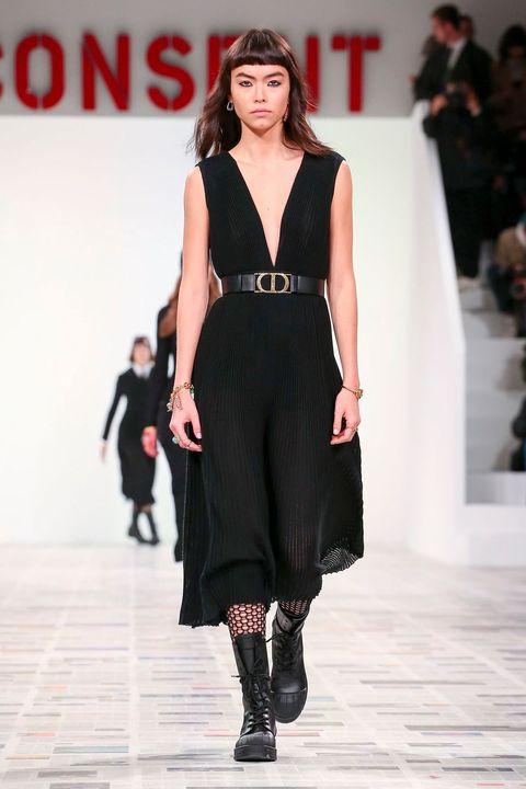 Fashion show, Fashion model, Fashion, Runway, Clothing, Public event, Event, Footwear, Dress, Human,