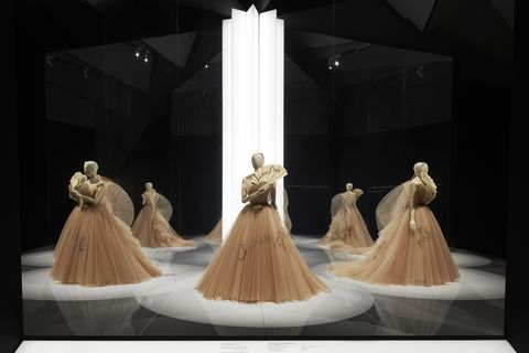 Dress, Fashion, Gown, Costume design, Haute couture, Performance art, Event, Performing arts, Stage, Dance,