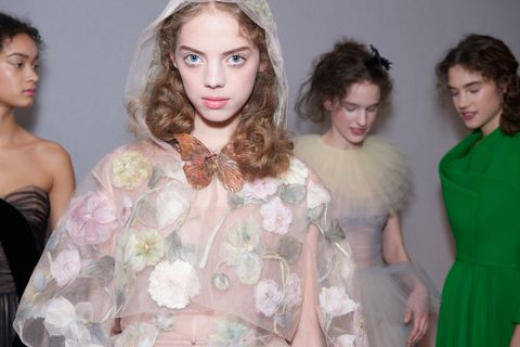 Clothing, Head, Hairstyle, Textile, Dress, Fashion, Embellishment, Headpiece, Hair accessory, Eyelash,