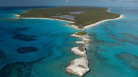 Body of water, Coastal and oceanic landforms, Archipelago, Bight, Coast, Natural landscape, Sea, Inlet, Islet, Island,