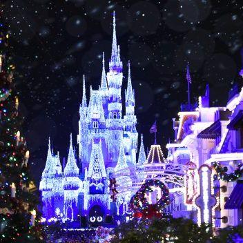 Landmark, Purple, Metropolis, Light, Night, Lighting, Architecture, Metropolitan area, Christmas, Christmas eve,