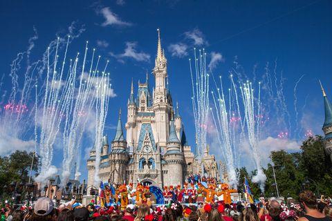 2019 Disney Parks Magical Christmas Day Parade迪士尼新冠肺炎