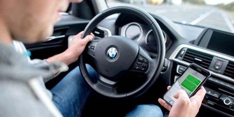 Las 5 distracciones que deber de evitar mientras conduces