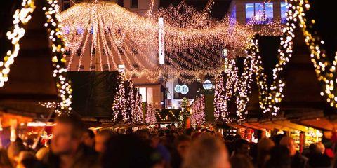 Lighting, Light, Christmas decoration, Christmas lights, Event, Tradition, Interior design, Christmas, Fun, Tree,