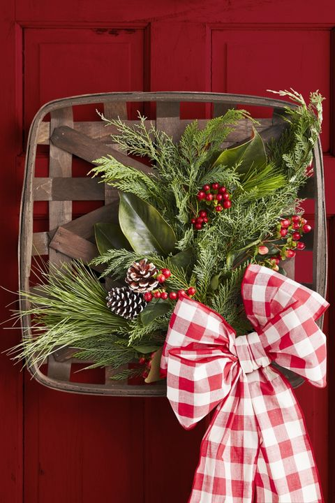 DIY Christmas Decorations Basket Wreath