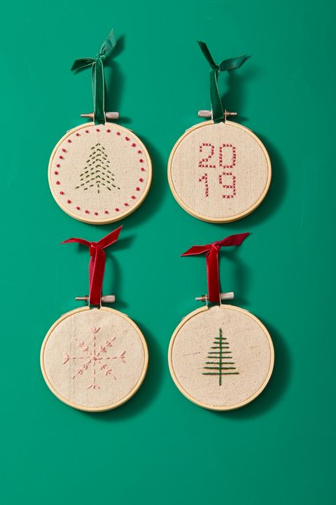 DIY Christmas Gifts - Embroidery Hoop Ornament