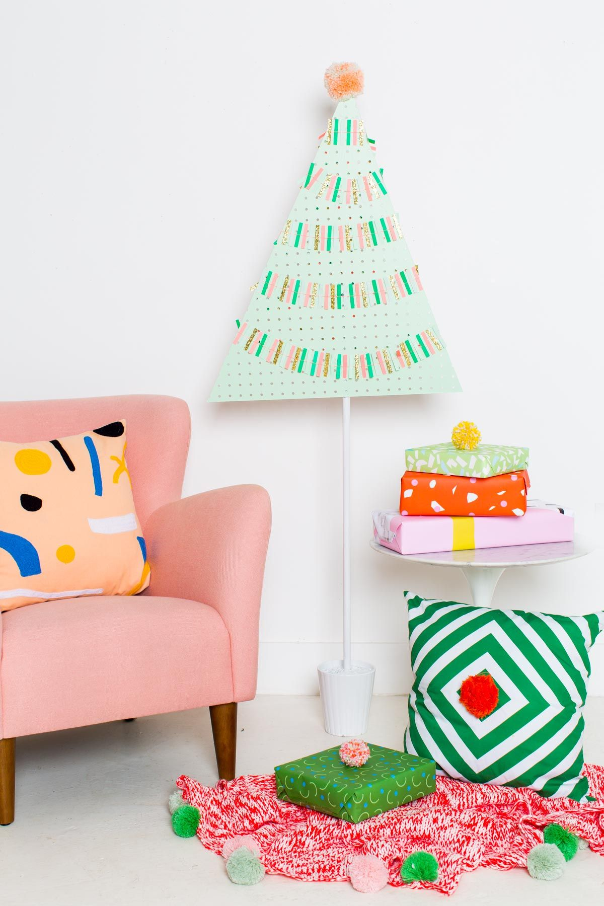 DIY PEGBOARD CHRISTMAS TREE