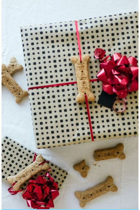 diy-christmas-wrapping-dog-bone-bows