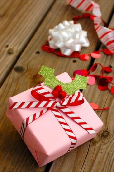 15 Elegant, creative and unique christmas gift wrapping ideas. 15 Elegant Christmas gift ideas that will charm your family and friends. You must definately pin this Christmas gift wrapping idea for later. Best gift wrapping ideas for your Christmas and holiday gifts #gifts #christmas #holidays #xmas #giftideas #wrapping #christmasgifts #christmaspresents #christmashacks #holidaysgifts