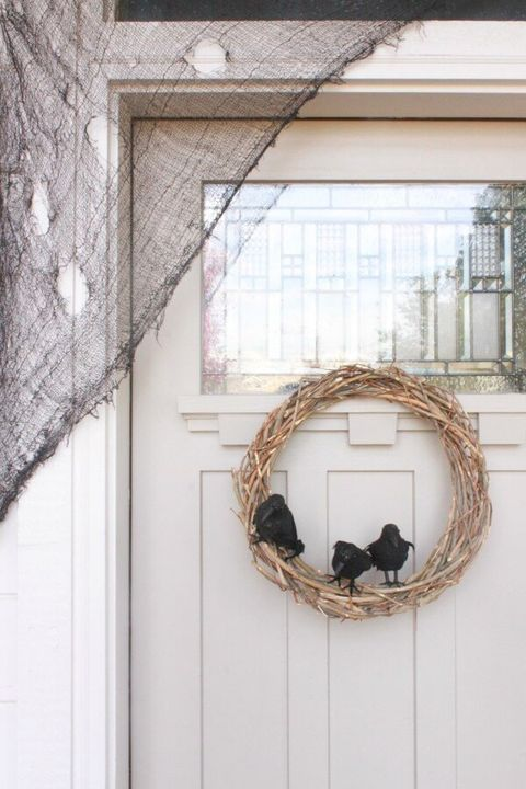 crow wreath halloween props
