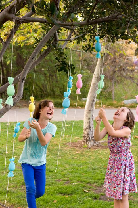 Outdoor Easter Decorations - DIY EGG POPPER TREE