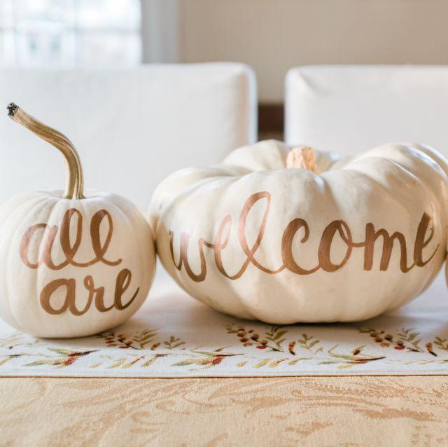 white pumpkins table centerpiece