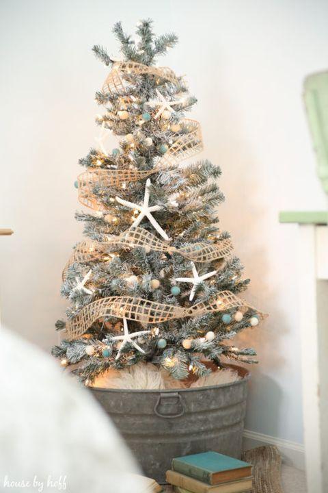 35 Stunning Christmas Tree Decorating Ideas And Photos 2019