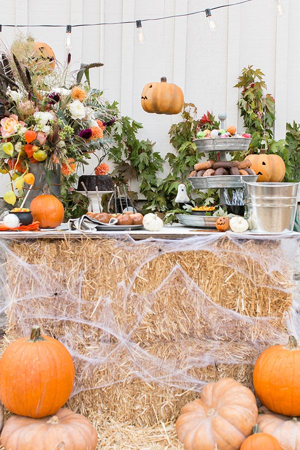 45 Outdoor Halloween Decorations , Porch Decorating Ideas