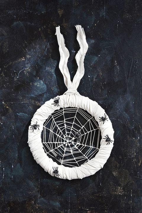 diy halloween decorations spider wreath