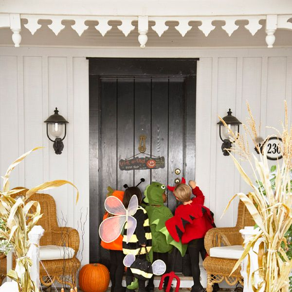 45 Outdoor Halloween Decorations - Porch Decorating Ideas ...