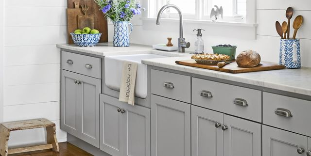 26 Diy Kitchen Cabinet Hardware Ideas, Can You Use Knobs And Handles On Kitchen Cabinets