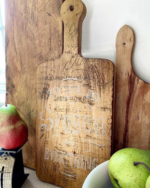 diy kitchen decor ideas vintage cutting boards