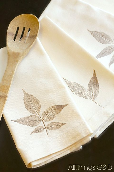 diy leaf stamped napkins craft