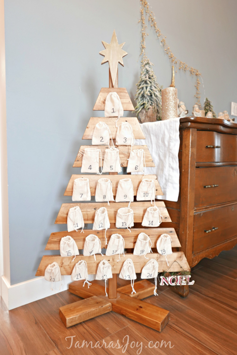 super popular 17adf 5478e 20 Pallet Christmas Tree Ideas - DIY Wood Christmas Tree Plans