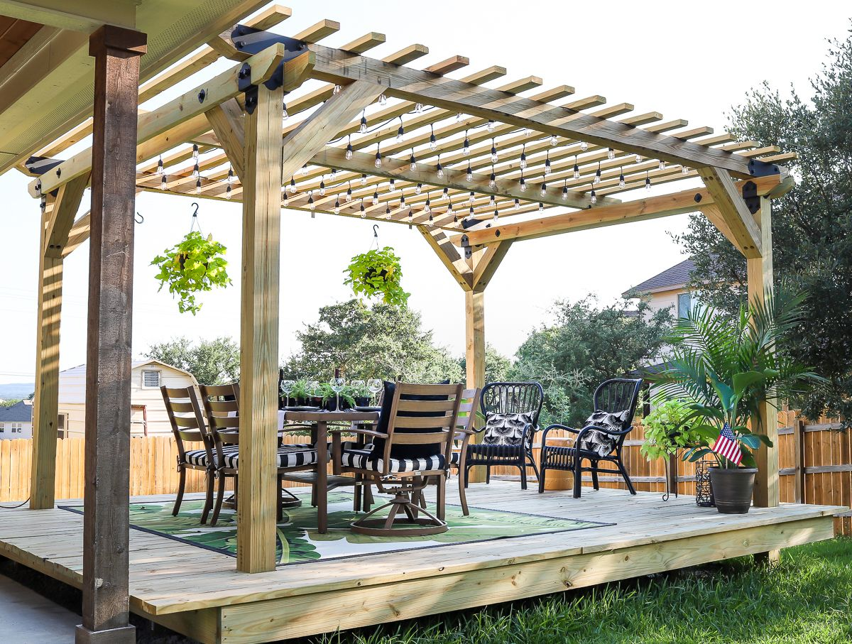 Jen Woodhouse. Pergola Over Floating Deck
