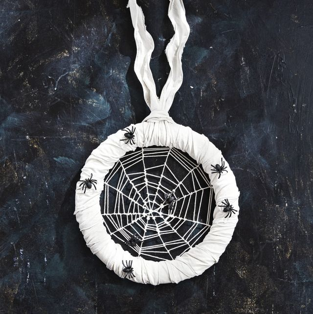 diy halloween wreaths spiders