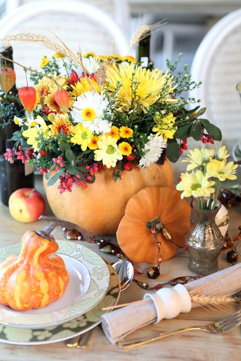 holiday table setting in autumn style