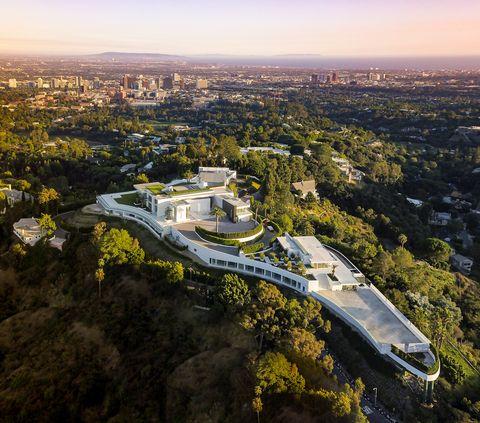 Aerial photography, Urban area, Metropolitan area, Bird's-eye view, City, Cityscape, Sky, Landmark, Human settlement, Architecture,
