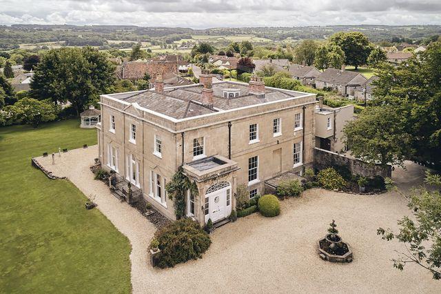 the manor holcombe