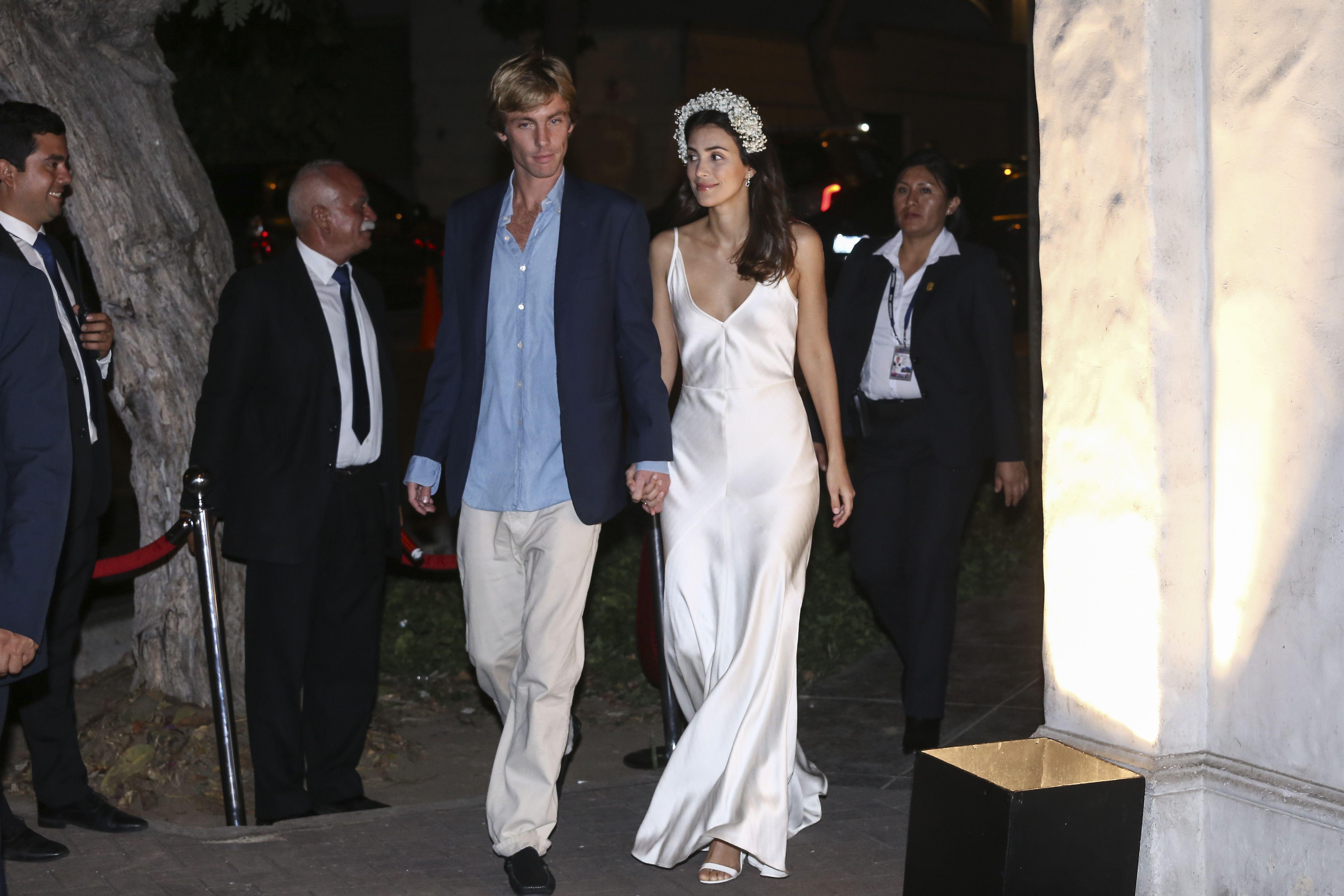 3c99727b3e El vestido lencero post-boda de Alessandra de Osma y su clon de Mango - El  vestido de novia de Alessandra de Osma post-boda