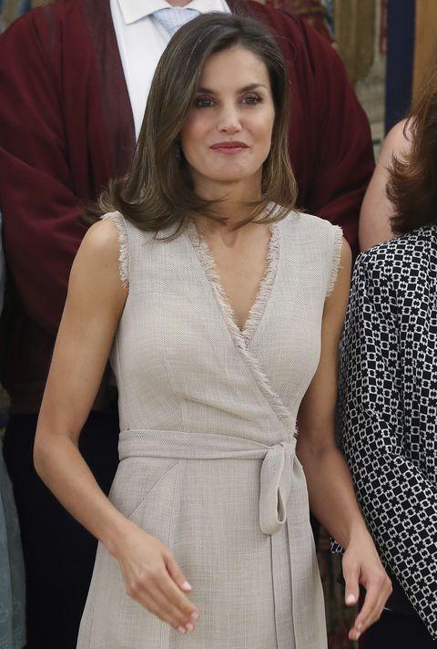 be20a0d54b Letizia vestida de Adolfo Domínguez en audiencia en al Palacio de la  Zarzuela. 12 de
