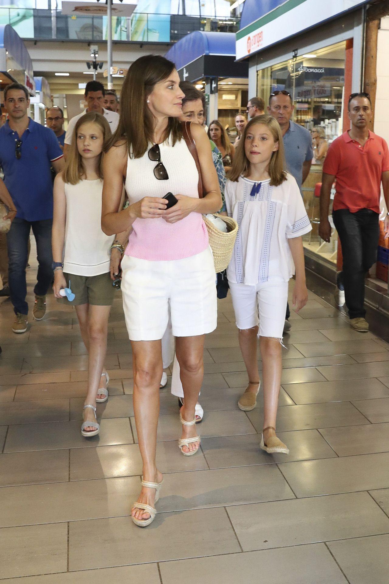 Hijas Reina Bermudas La CoincidenLas Y El Short Letizia Sus Son b6gf7Yyv